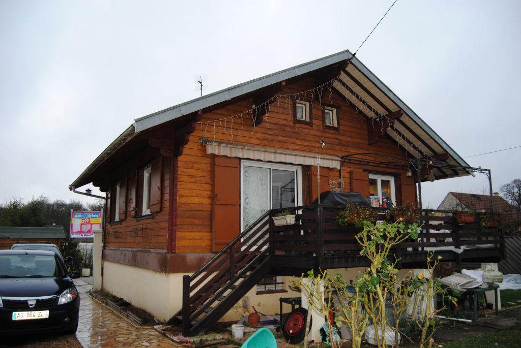 Maison en bois avec gouttière assorti Toits et Moi